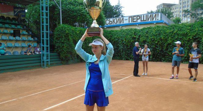 Любовь Костенко: Злиться на соперников все равно, что злиться на дождь
