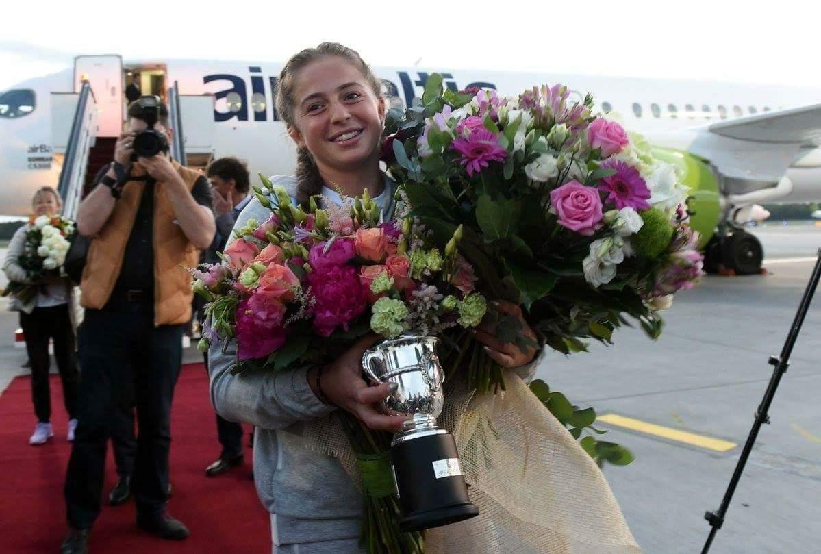 Остапенко встретили в Латвии как героиню (видео)