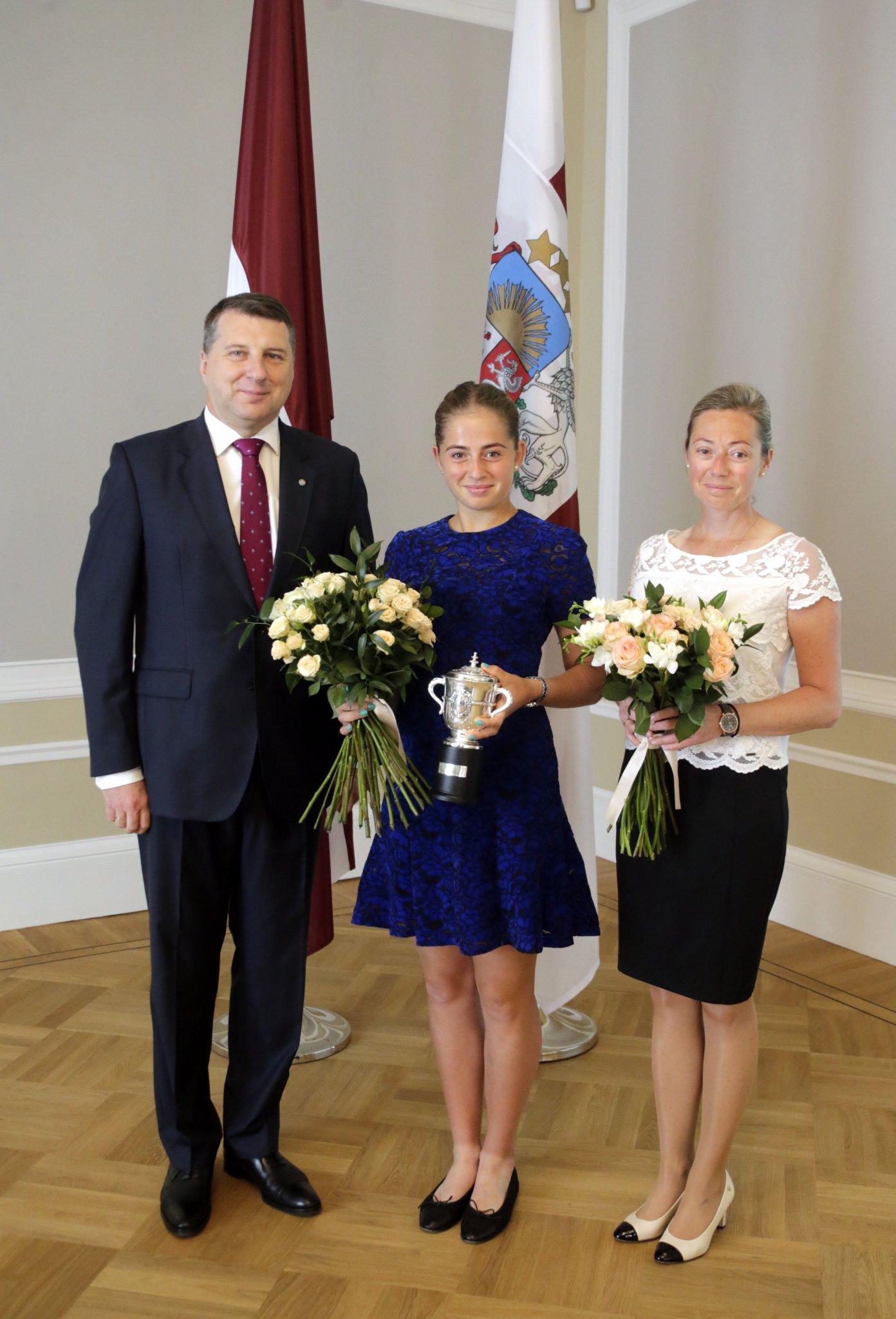 Президент Латвии встретился с чемпионкой Ролан Гаррос Остапенко
