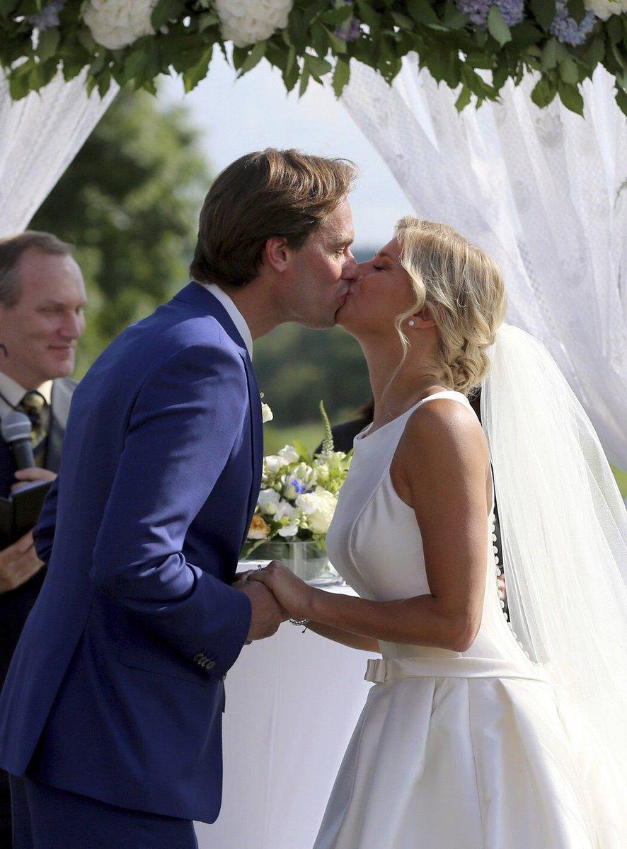 Андреа Главачкова сыграла свадьбу на гольф-поле (фото)