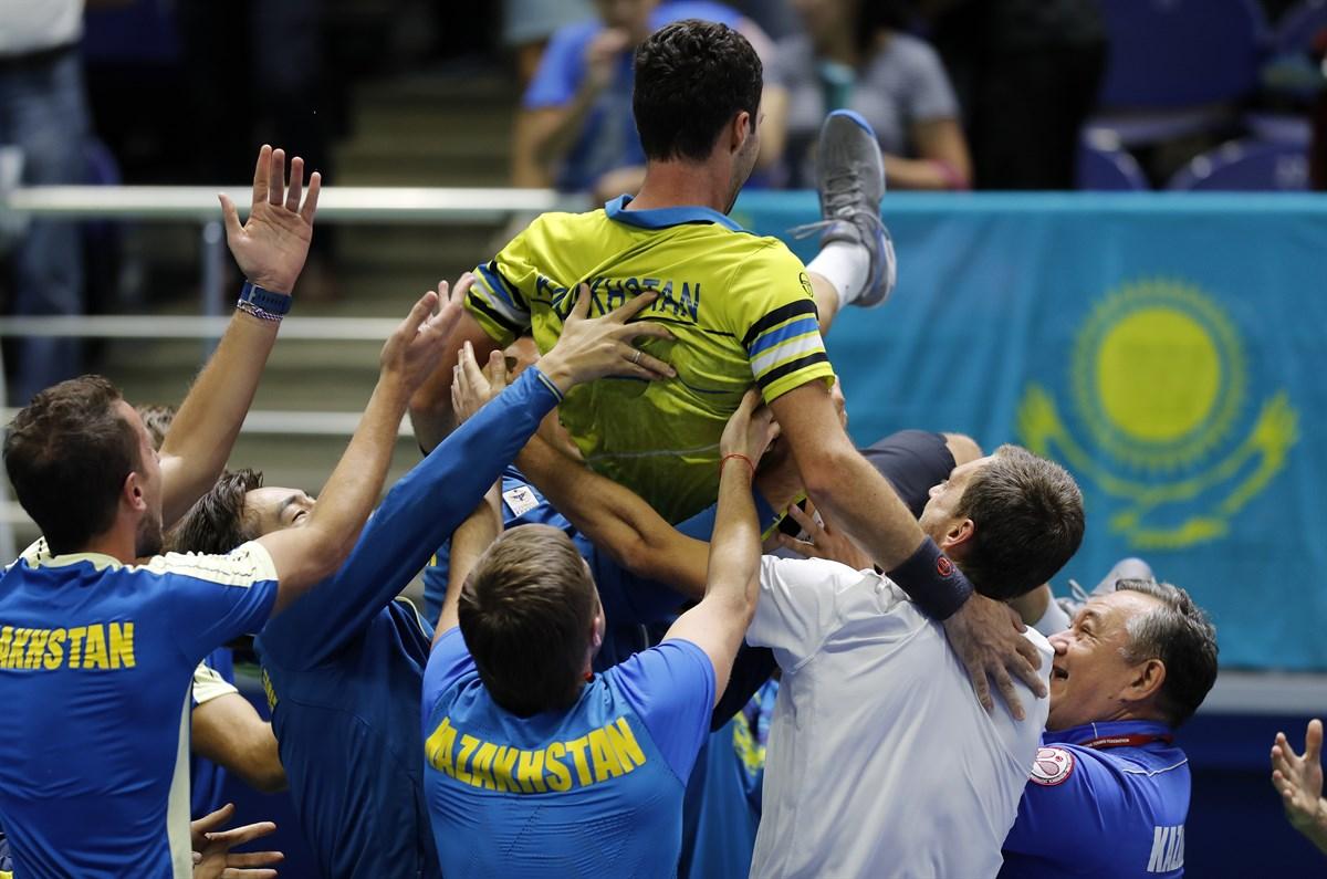 Кубок Дэвиса. Казахстан выбивает чемпионов-2017 в 1 группу, Венгрия обыгрывает Россию