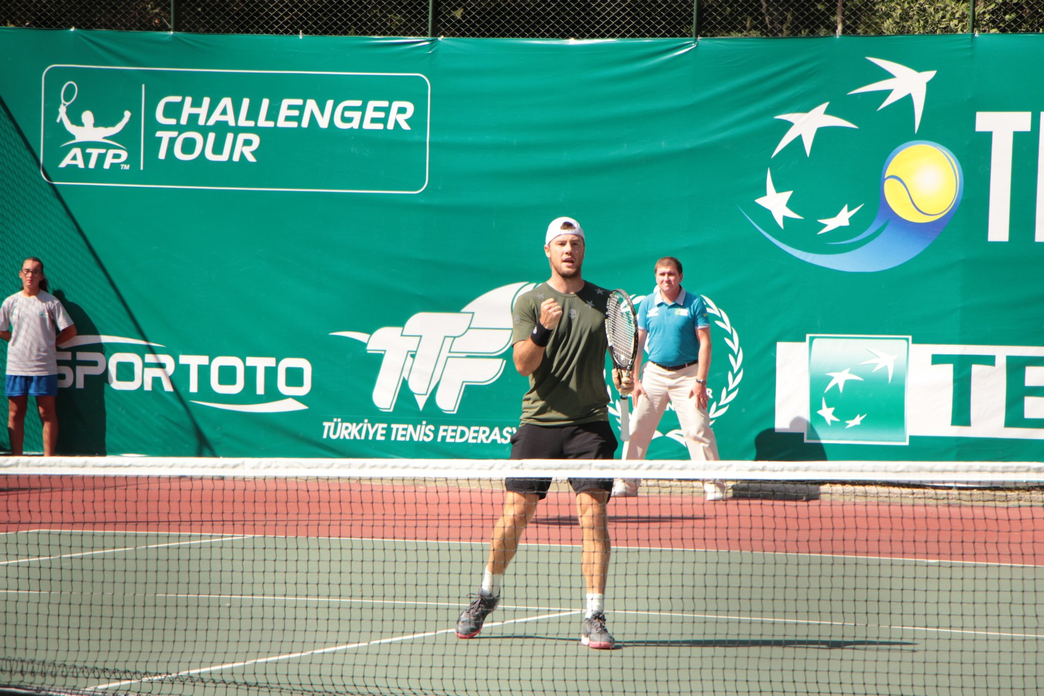 Марченко выигрывает титул на челленджере в Измире