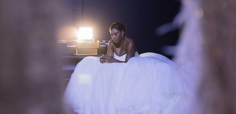 Журнал Vogue опубликовал фотографии со свадьбы Серены Вильямс