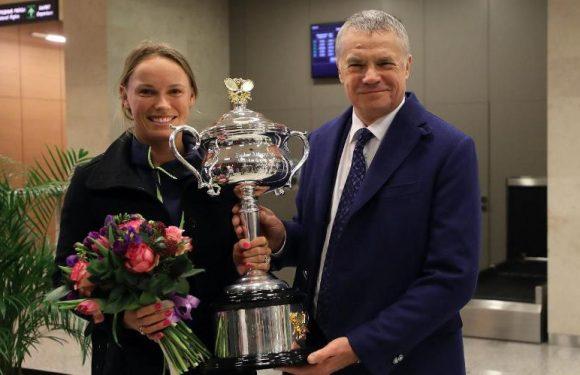 Возняцки прибыла в Петербург с трофеем из Мельбурна