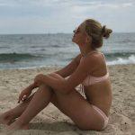 Марта Костюк на пляже в Мельбурне