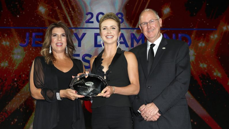 Свитолина получила награду WTA за благотворительность и популяризацию тенниса