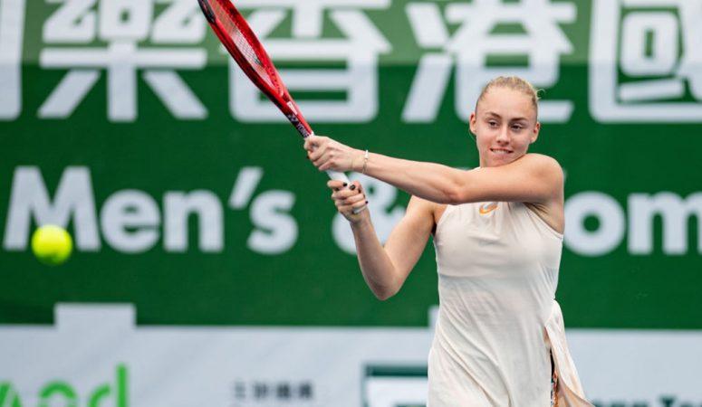 Лопатецкая обыгрывает первую сеяную и выходит в четвертьфинал в Гонконге