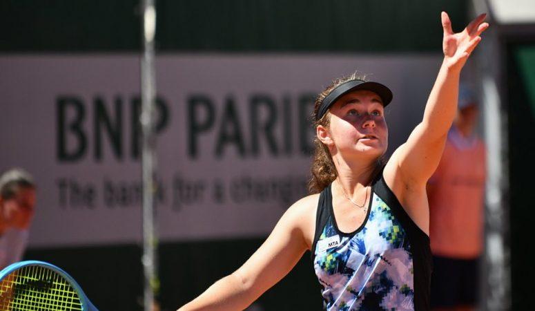 Снигур уверенно выигрывает титул на престижном юношеском турнире в Рохемптоне