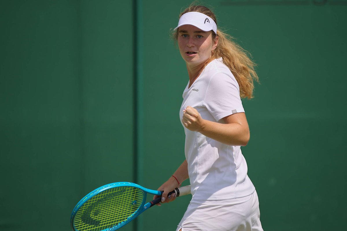 Дарья Снигур выходит в полуфинал юниорского Итогового с первого места в группе