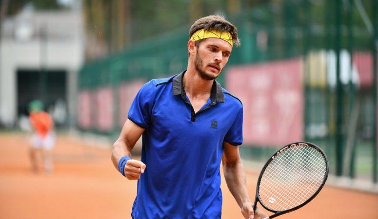 Владислав Орлов — в четвертьфинале крупного фьючерса в Кэрнсе