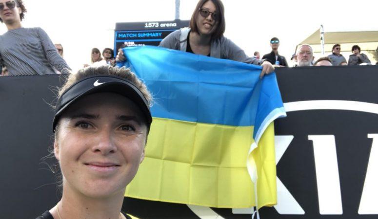 Свитолина подарила билет на свой матч поклоннице из Японии, с которой делала селфи на фоне украинского флага