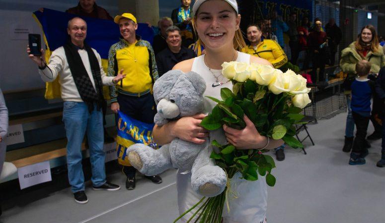 Фото дня. Болельщики сборной Украины поздравили Катю Завацкую с 20-летием