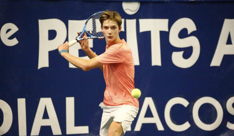 Пономарь выходит в полуфинал юношеского турнира суперкатегории в Швеции